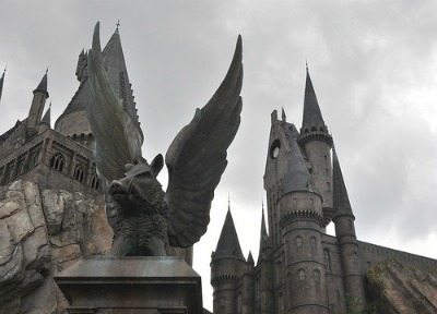 HogwartasOrlando400 Geeky Friday: Batman: Death by Design, Avengers Box Office Bonanza, Universal Building Harry Potter Park in Japan